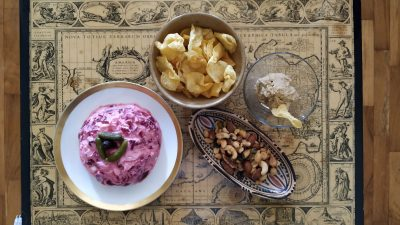 Una ensalada deliciosa de color rosa