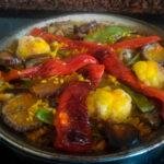 Arroz con verduras en paella